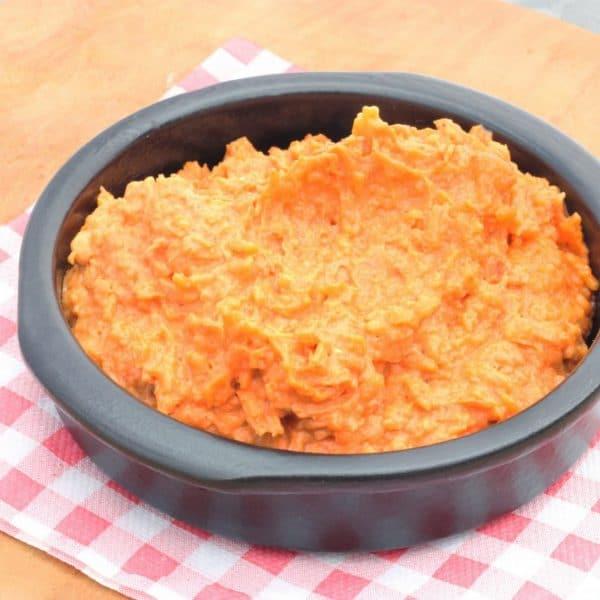 Oude kaas met rode pesto